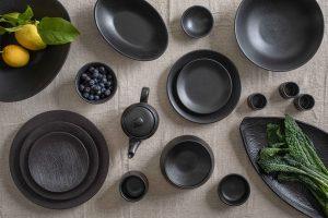 כלים בגלזורה שחורה